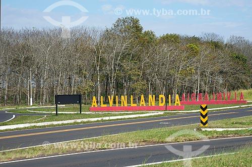 Trevo de acesso à cidade - Rodovia SP-331  - Alvinlândia - São Paulo (SP) - Brasil