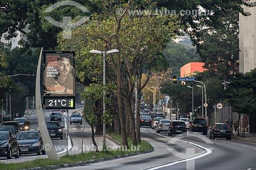 Relógio digital com condição atmosférica na Avenida Rebouças  - São Paulo - São Paulo (SP) - Brasil