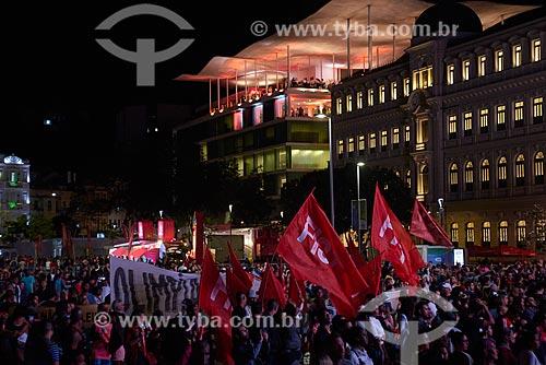 Manifestação da Frente Internacionalista dos Sem-Teto (FIST) durante a passagem da Tocha Olímpica pelo Rio de Janeiro  - Rio de Janeiro - Rio de Janeiro (RJ) - Brasil