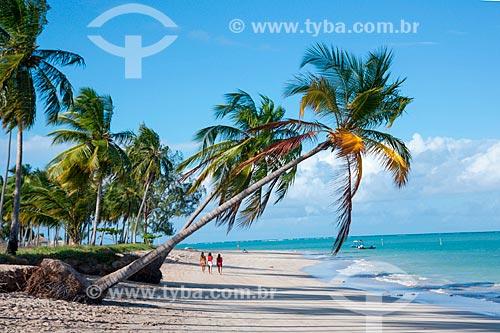 Banhistas na orla da Praia de Xaréu  - Maragogi - Alagoas (AL) - Brasil