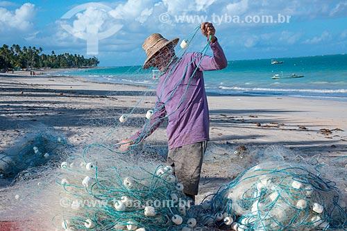 Pescador na orla da Praia de Antunes  - Maragogi - Alagoas (AL) - Brasil