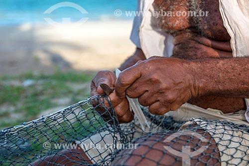Detalhe de pescador na orla da Praia Ponta de Mangue  - Maragogi - Alagoas (AL) - Brasil