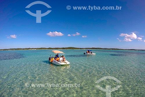 Passeio de barco nas piscinas naturais da Praia Ponta de Mangue  - Maragogi - Alagoas (AL) - Brasil