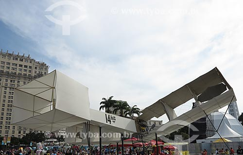 Réplica do avião 14 Bis em exposição na frente do Museu do Amanhã  - Rio de Janeiro - Rio de Janeiro (RJ) - Brasil