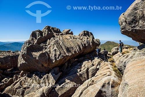 Paisagem durante trilha entre o Pico das Agulhas Negras e a Asa de Hermes no Parque Nacional de Itatiaia  - Itatiaia - Rio de Janeiro (RJ) - Brasil