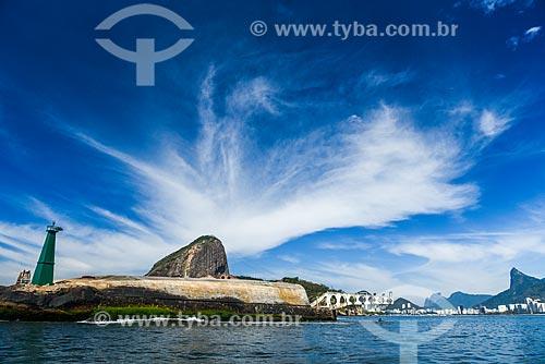 Forte Tamandaré da Laje (1555) na Baía de Guanabara com o Pão de Açúcar ao fundo  - Rio de Janeiro - Rio de Janeiro (RJ) - Brasil