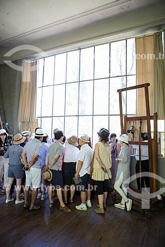Turistas no interior do atelier de Paul Cézanne  - Aix-en-Provence - Departamento de Alpes da Alta Provença - França