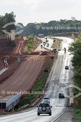 Canteiro de obras na duplicação da Rodovia Jayme Câmara (GO-070) entre as cidade de Araçu e Itaberaí  - Araçu - Goiás (GO) - Brasil