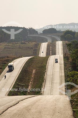 Trecho da Rodovia Jayme Câmara (GO-070) entre as cidade de Araçu e Itaberaí  - Araçu - Goiás (GO) - Brasil