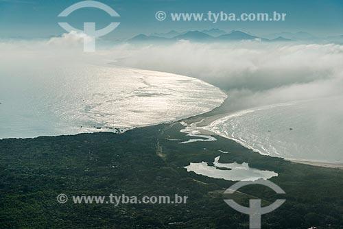 Vista aérea da Lagoa da Ilha e da Comunidade Nova Brasília - Ilha do Mel  - Paranaguá - Paraná (PR) - Brasil