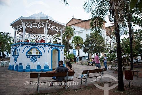 Pessoas na Praça Tarso de Camargo - também conhecida como Praça do Coreto  - Goiás - Goiás (GO) - Brasil