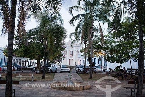 Praça Tarso de Camargo - também conhecida como Praça do Coreto - com a Igreja de Nossa Senhora da Boa Morte ao fundo   - Goiás - Goiás (GO) - Brasil