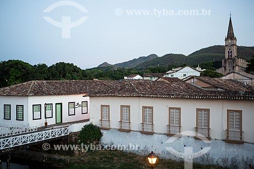 Vista da Avenida Sebastião Fleury Curado com Museu Casa de Cora Coralina - à esquerda - e a Igreja de Nossa Senhora do Rosário dos Pretos (1930) ao fundo  - Goiás - Goiás (GO) - Brasil