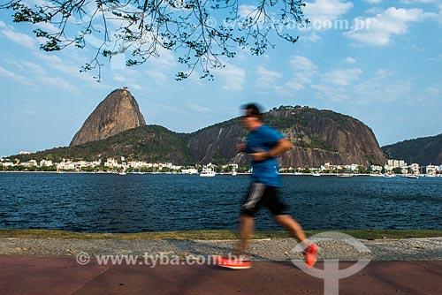 Corredor na ciclovia do Aterro do Flamengo com o Pão de Açúcar ao fundo  - Rio de Janeiro - Rio de Janeiro (RJ) - Brasil
