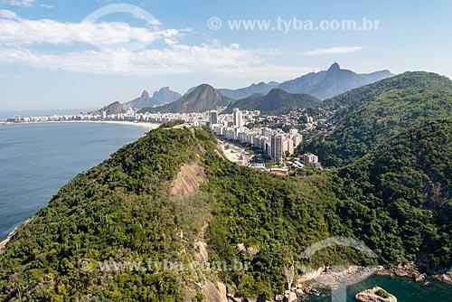 Foto aérea da Área de Proteção Ambiental do Morro do Leme com a Praia do Leme e a Praia de Copacabana ao fundo  - Rio de Janeiro - Rio de Janeiro (RJ) - Brasil