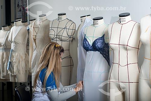 Aula de modelagem no SENAI Espaço da Moda  - Nova Friburgo - Rio de Janeiro (RJ) - Brasil