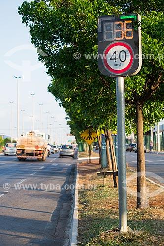 Radar para fiscalização eletrônica de velocidade na Avenida Anhanguera  - Goiânia - Goiás (GO) - Brasil