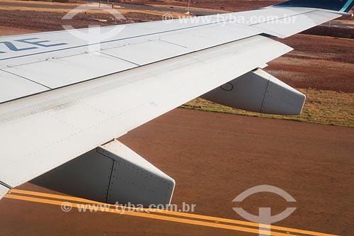 Detalhe de asa de avião do Aeroporto Santa Genoveva  - Goiânia - Goiás (GO) - Brasil