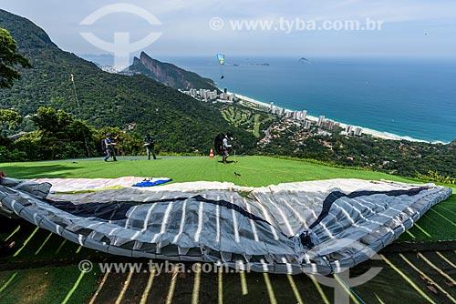 Vista de Gávea Golf and Country Club a partir da rampa da Pedra Bonita/Pepino com o Morro Dois Irmãos ao fundo  - Rio de Janeiro - Rio de Janeiro (RJ) - Brasil