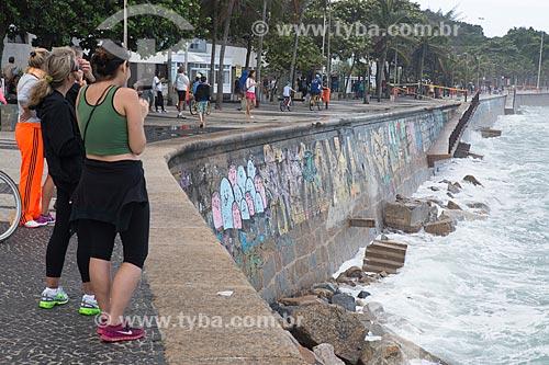 Faixa de interdição na Praia do Arpoador durante ressaca  - Rio de Janeiro - Rio de Janeiro (RJ) - Brasil