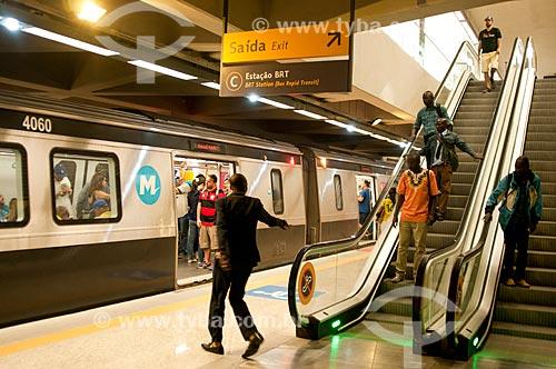 Passageiros no Metrô Linha 4 - Estação Jardim Oceânico  - Rio de Janeiro - Rio de Janeiro (RJ) - Brasil