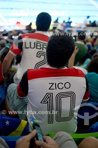 Torcida com a camisa do Flamengo - no Centro Olímpico de Esportes Aquáticos - parte do Parque Olímpico Rio 2016  - Rio de Janeiro - Rio de Janeiro (RJ) - Brasil