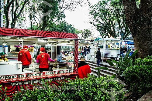 Feira de comida de rua na Praça da Ucrânia  - Curitiba - Paraná (PR) - Brasil