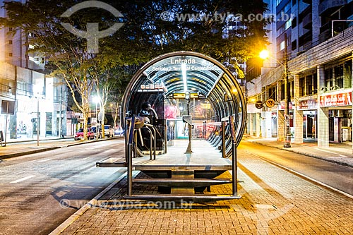 Estação tubular de ônibus articulados - também conhecido como Estação Tubo  - Curitiba - Paraná (PR) - Brasil