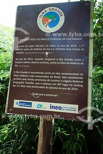 Ilha Grande - Placa na trilha para a Praia de Lopes Mendes  - Angra dos Reis - Rio de Janeiro (RJ) - Brasil