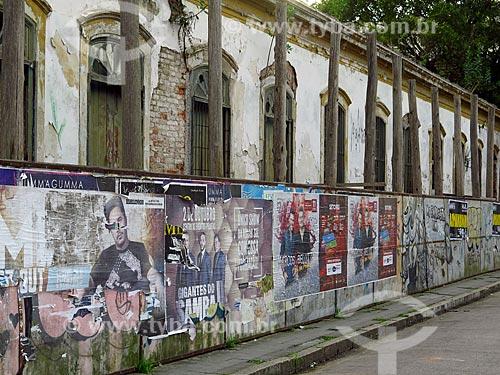 Tapume na reforma de casario histórico na cidade de Pelotas  - Pelotas - Rio Grande do Sul (RS) - Brasil