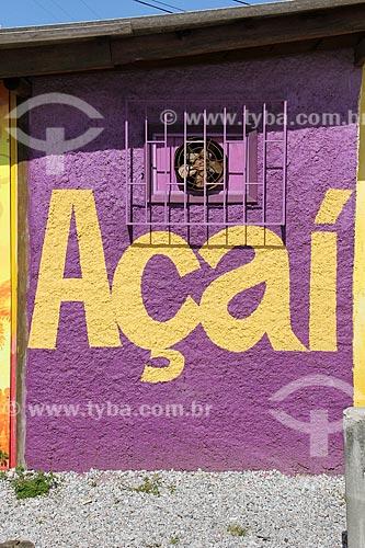 Detalhe de muro de quiosque com o dizer: Açaí - na Praia do Campeche  - Florianópolis - Santa Catarina (SC) - Brasil