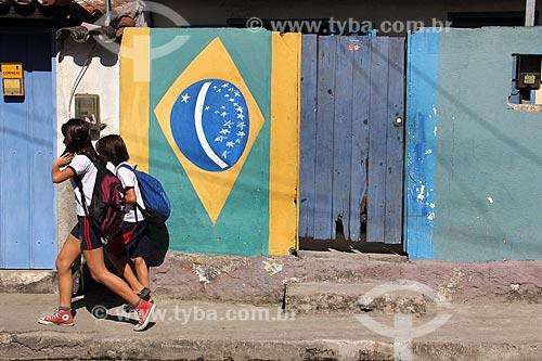 Alunos andando nas ruas de Paraty  - Paraty - Rio de Janeiro (RJ) - Brasil
