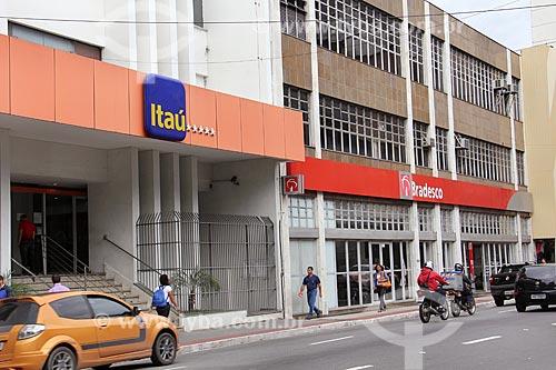 Fachada de agências bancárias do banco Itaú e Bradesco  - Vitória - Espírito Santo (ES) - Brasil