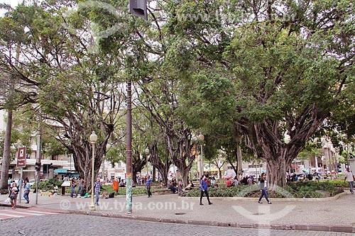Pedestres na Praça Costa Pereira  - Vitória - Espírito Santo (ES) - Brasil