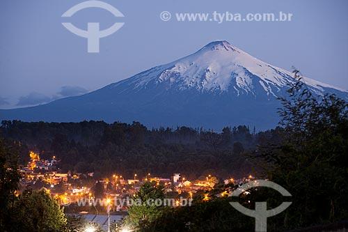Vista geral da cidade de Villarrica com o Vulcão Villarrica ao fundo  - Villarrica - Província de Cautín - Chile