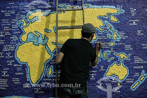 Grafiteiro desenhando  - Rio de Janeiro - Rio de Janeiro (RJ) - Brasil