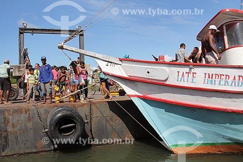 Barco atracado no Porto do Jacaré  - Alcântara - Maranhão (MA) - Brasil