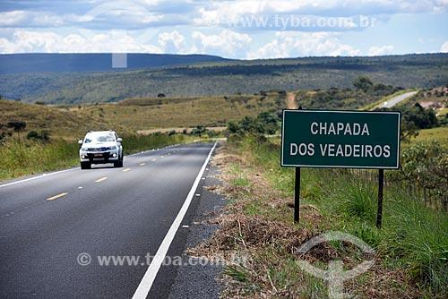 Placa de sinalização na Rodovia GO-118 informando sobre área do Parque Nacional da Chapada dos Veadeiros  - Alto Paraíso de Goiás - Goiás (GO) - Brasil