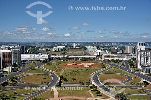 Vista geral do eixo monumental a partir da Torre de TV de Brasília com o Congresso Nacional ao fundo  - Brasília - Distrito Federal (DF) - Brasil