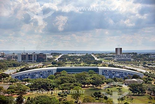 Vista geral do Centro de Convenções Ulysses Guimarães (1979) no eixo monumental  - Brasília - Distrito Federal (DF) - Brasil