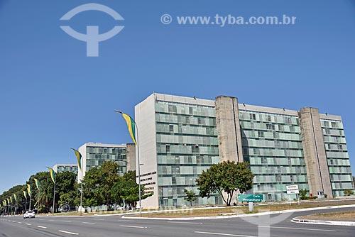 Prédios na Esplanada dos Ministérios  - Brasília - Distrito Federal (DF) - Brasil