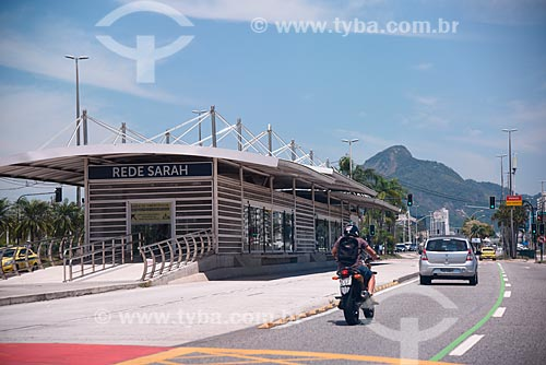 Estação do BRT Transcarioca - Rede Sarah - na Avenida Embaixador Abelardo Bueno  - Rio de Janeiro - Rio de Janeiro (RJ) - Brasil