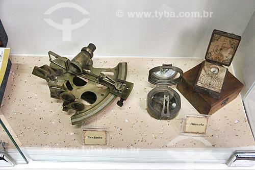 Sextante e bússola em exibição na Casa da Memória  - Vila Velha - Espírito Santo (ES) - Brasil