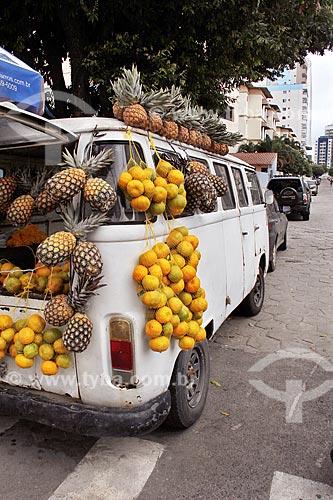 Comércio ambulante de frutas na esquina da Avenida Jair de Andrade  - Vila Velha - Espírito Santo (ES) - Brasil