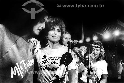 Lúcia Veríssimo - à esquerda - Irene Ravache e Maria Zilda no Comício das Diretas em frente a Igreja de Nossa Senhora da Candelária  - Rio de Janeiro - Rio de Janeiro (RJ) - Brasil
