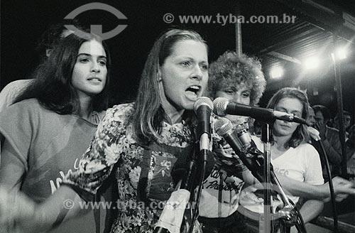 Vera Fischer com Lúcia Veríssimo - à esquerda - no Comício das Diretas em frente a Igreja de Nossa Senhora da Candelária  - Rio de Janeiro - Rio de Janeiro (RJ) - Brasil