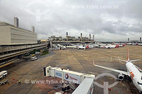 Aviões da TAM Linhas Aéreas na pista do Aeroporto Internacional Antônio Carlos Jobim  - Rio de Janeiro - Rio de Janeiro (RJ) - Brasil