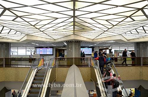 Escada rolante no hall do Aeroporto Internacional Antônio Carlos Jobim  - Rio de Janeiro - Rio de Janeiro (RJ) - Brasil