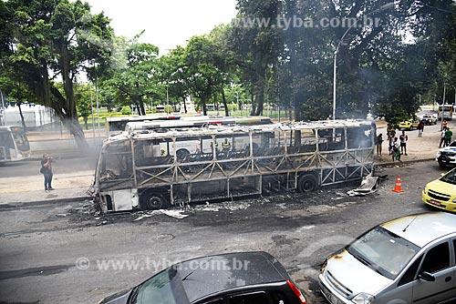 Ônibus incendiado na Avenida Augusto Severo  - Rio de Janeiro - Rio de Janeiro (RJ) - Brasil