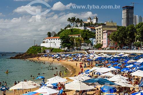Banhistas na Praia do Porto da Barra com o Forte de São Diogo (1722) ao fundo  - Salvador - Bahia (BA) - Brasil